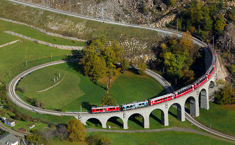 Picture source : Wikipedia.org/Brusio Spiral viaduct.