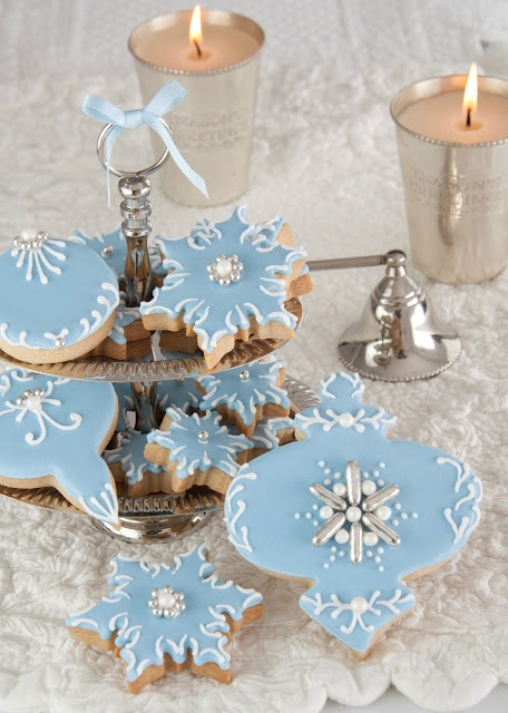 Picture source: http://www.tartasdecoradasycupcakes.com/2012/12/blue-christmas-cookies.html