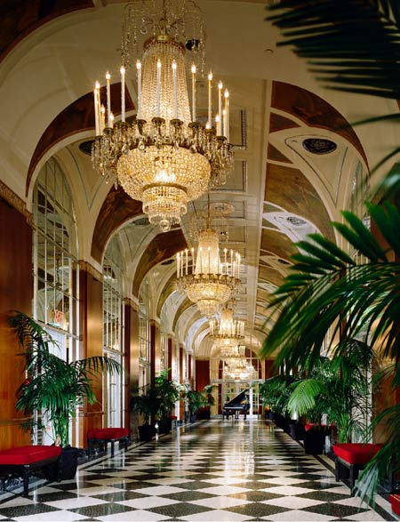 The grand Waldorf-Astoria as it is today. Picture source: Five Star Alliance/ Luxury Hotels NYC