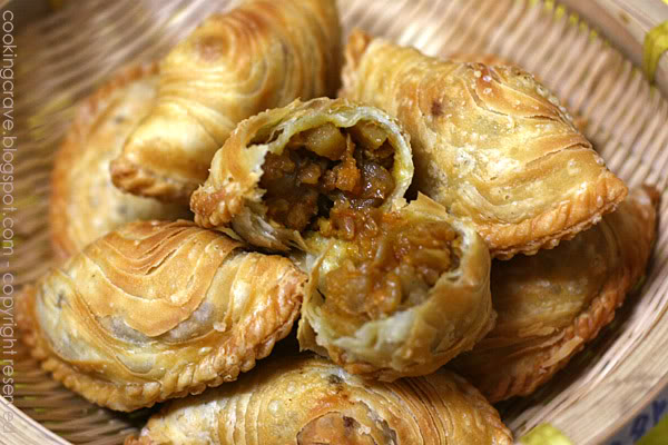 Malaysian Curry Puff with Potatoes.  Picture source: Cooking Crave blog @ blogspot.com
