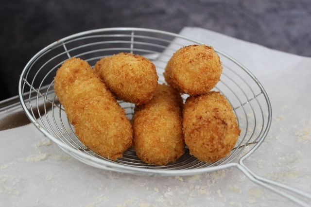 Croquette of Cod & Smoked Trout_draining