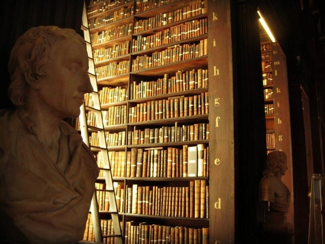 Trinity College _ Long Room (640x480)